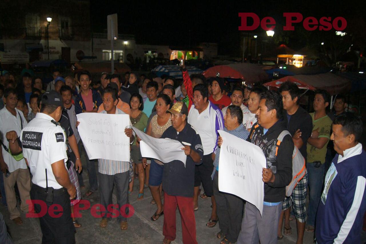 Protestan mototaxistas y motociclistas en Kinchil
