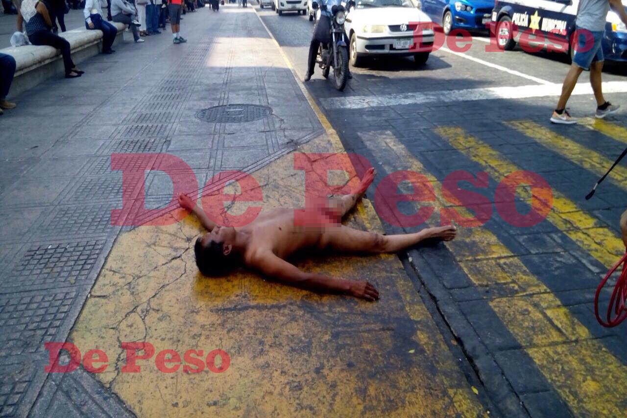 Exhibicionista se desnuda en el centro de Mérida