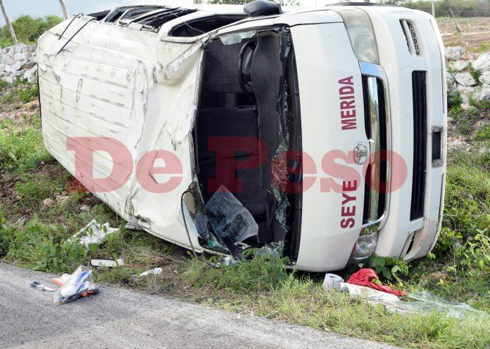 vuelcan 16 en camioneta de transporte público en carretera de Seyé