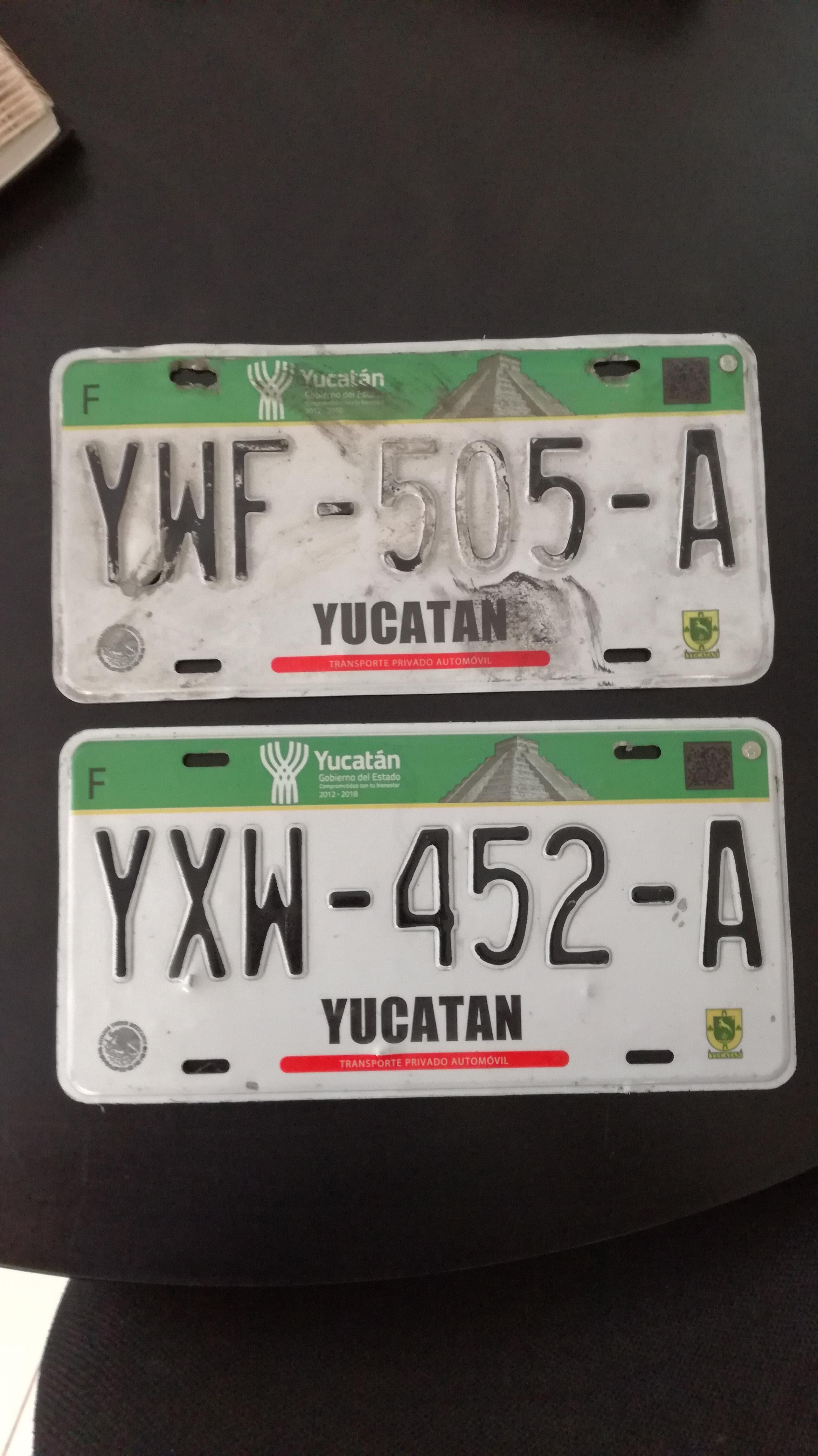 placas de autos y credencial para votar, en oficinas de De Peso