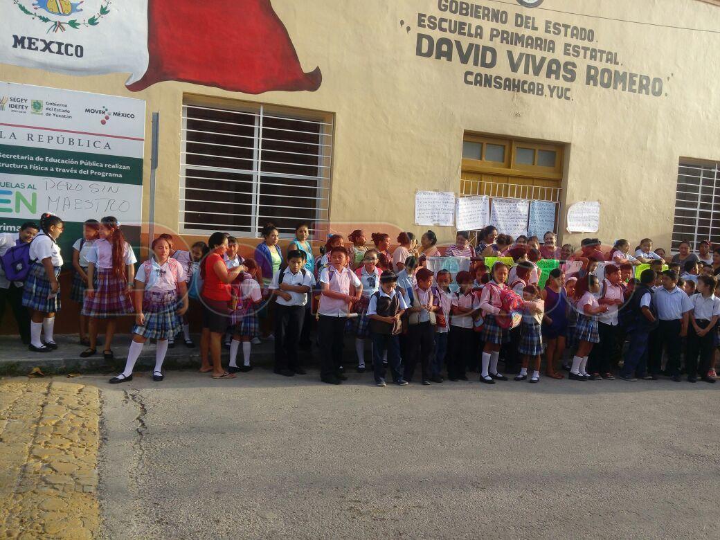 cierre de escuela en Cansahcab por protesta de padres de familia