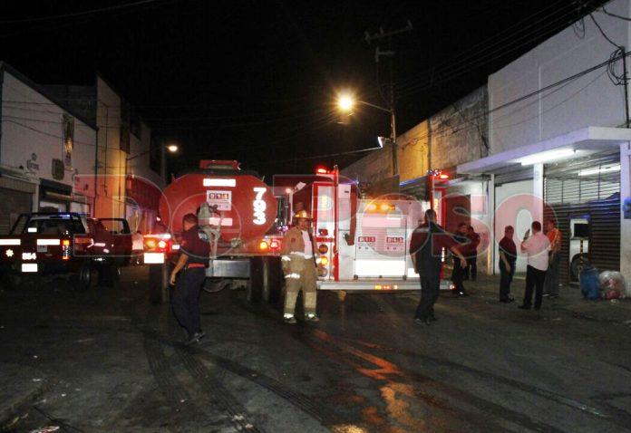 incendio en negocio de carnes frias en Mérida