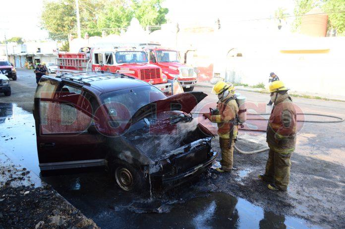 se incendia camioneta en La Plancha