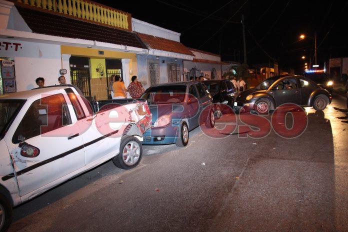 ebrio choca tres autos estacionados en Merida