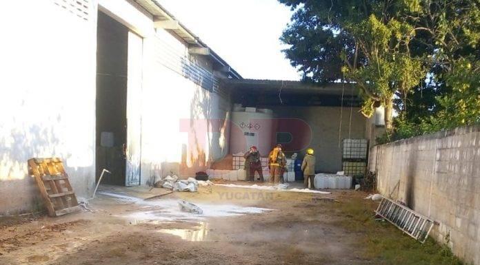 Bomberos controlan derrame de ácido muriático en bodega de Umán