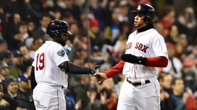Los Medias Rojas de Boston ganaron su segundo partido de Serie Mundial y ahora muchas estadísticas los ponen como serios favoritos al título.