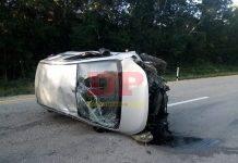 Luego de volcar su auto en la autopista de cuota, el guiador escapó