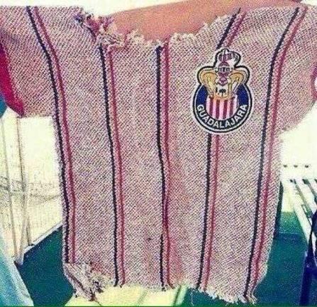 La nueva camiseta de Chivas se filtró por error y derivó en muchas burlas.