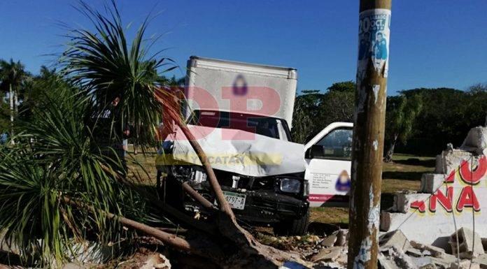 Paciente del psiquiátrico roba una camioneta y choca y derriba un muro