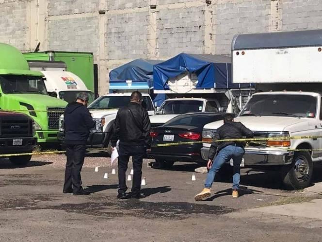 El artero crimen fue cometido en una estacionamiento del que el asesino huyó en una moto.