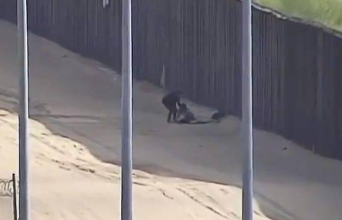 Graban en video a dos migrantes cruzando el muro y lesionándose