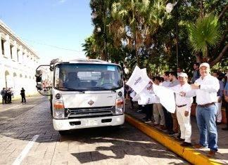 Entregan modernos camiones de basura en Mérida