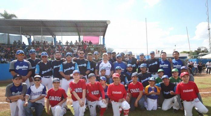 El alcalde de Mérida, Renán Barrera, felicitó a los campeones Senadores y a los dignos subcampeones Zorros.