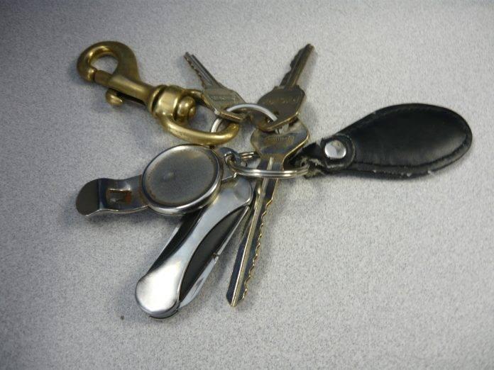 Alguien tuvo la suerte de hallar estas llaves. Ahora solo falta que su dueño o dueña vaya a recogerlas.