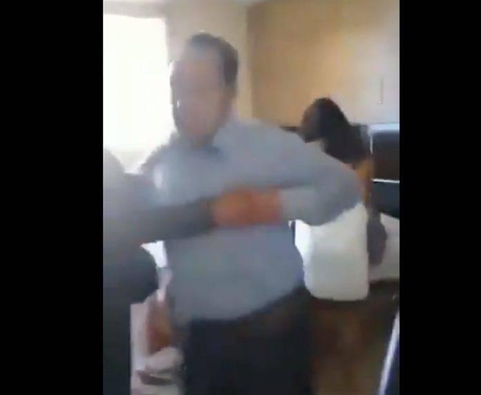 Cachan a alcalde con su sexoservidora en un motel
