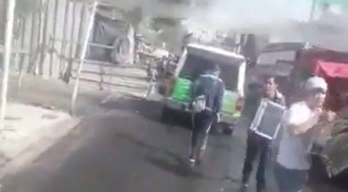 Saquean camioneta de la CFE en plena marcha (video)