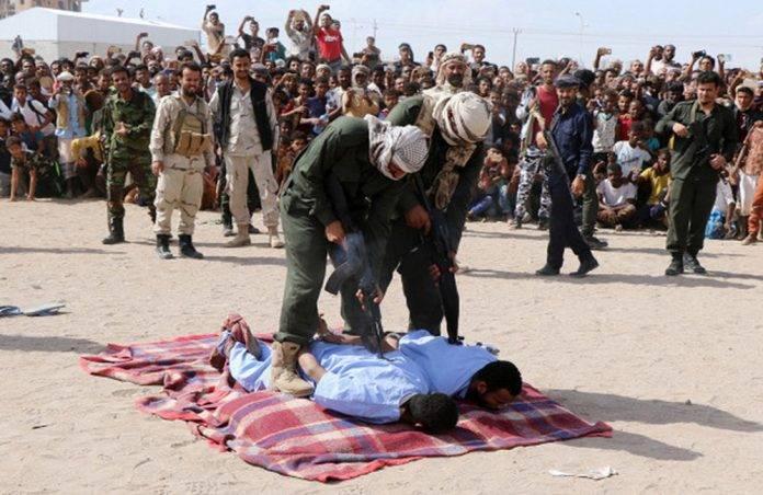 Ejecutan públicamente a sujetos que raptaron, abusaron y mataron a un menor