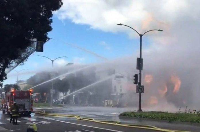 Cuatro edificios se incendian luego de explosión de gas