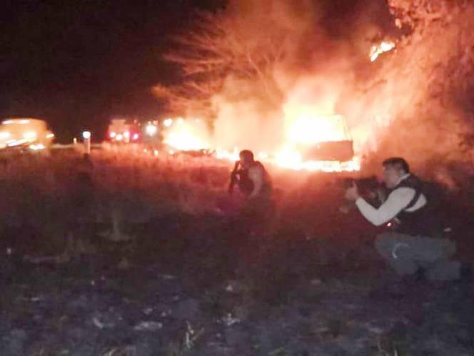 (Alerta Roja) Convoy de 27 camionetas emboscan a polis en Veracruz