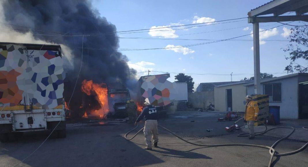 La oportuna intervención de bomberos y policías evitó que el incendio se volviera incontrolable.