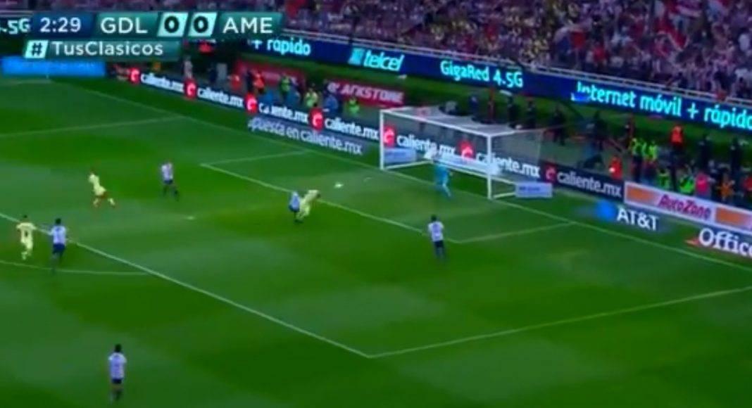 Nico Castillo hizo de palomita su cuarto gol en Liga con América