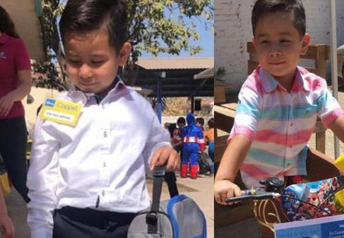 Disfrazan a niño de gerente de Coppel y la tienda le regala una bici