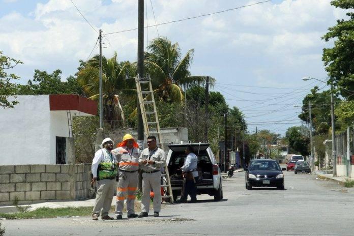 Yucatecos sufren por el calor extremo y los apagones