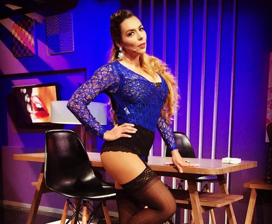 """La cantante y actriz, Vanessa Oyarzún, conocida en el mundo artístico como """"La Vecina"""""""