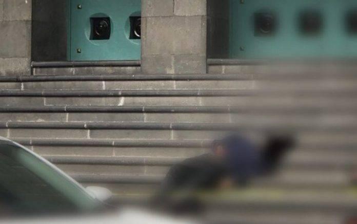 Encuentran cadáver en escalera de una iglesia
