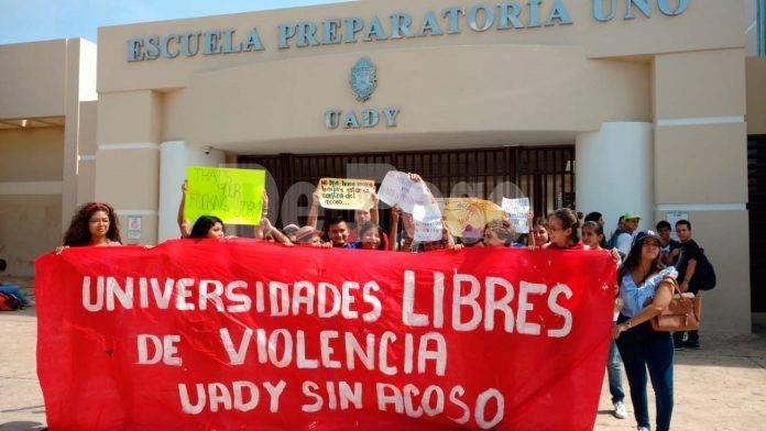 Protesta en contra de acoso en la prepa 1