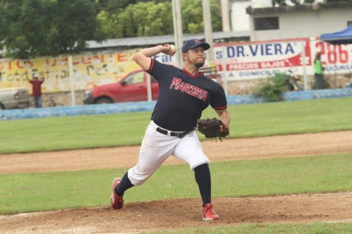 El pitcher Marco Quevedo, de la Marista, fue distinguido