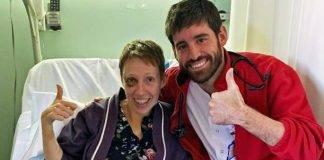 Audrey con uno de los médicos que le salvaron la vida
