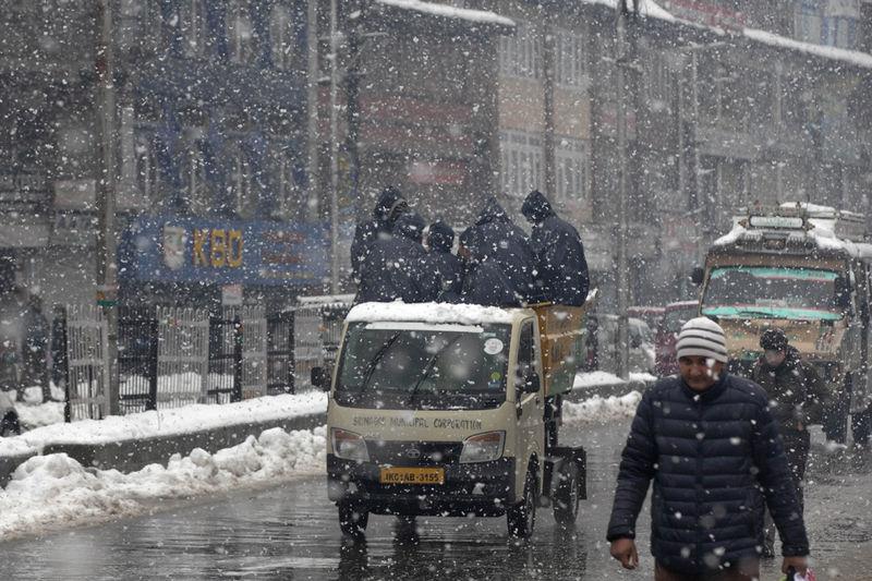 Nevadas en Srinagar, Indian, país vecino de Pakistán