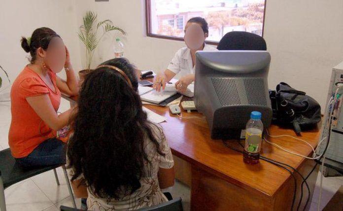 Miles de burócratas han tenido que cambiar las oficinas por sus propias casas