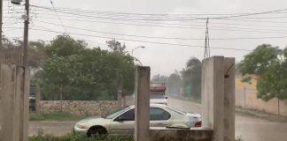 Aspecto de Umán hace unos minutos. Entre fuerte lluvia y granizo