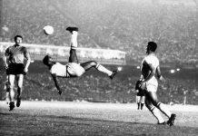 Pelé remata de chilena en un partido amistoso en 1968 contra Bélgica en Río de Janeiro.