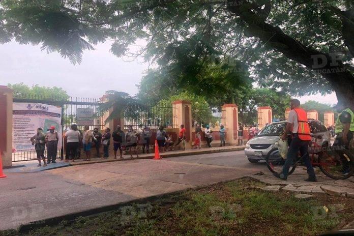 Largas filas para ingresar a los Cementerios de Mérida